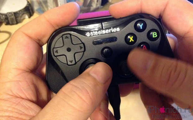 steelseries-stratus-wireless-controller-for-ios-7-3-620x385