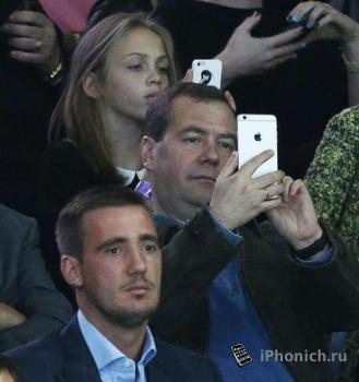 Медведев купил iPhone 6 Plus