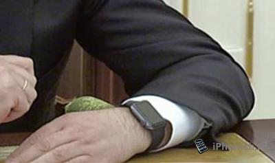 Медведев купил себе  Apple Watch Sport