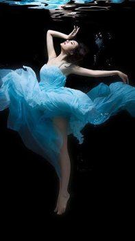 Dance-Undersea-Beauty-iPhone-6-plus-wallpaper-ilikewallpaper_com