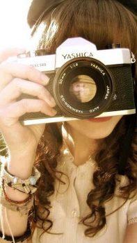 Sunny-Girl-Handing-YASHICA-Macro-iPhone-6-plus-wallpaper-ilikewallpaper_com