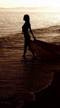 Sunset-Beach-Goddess-iPhone-6-plus-wallpaper-ilikewallpaper_com