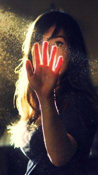Sweet-Girl-Touch-Sunlight-Dust-iPhone-6-plus-wallpaper-ilikewallpaper_com